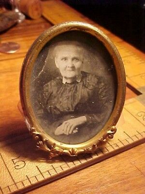 Antique Victorian Ornate Old lady Self Standing Oval Brass Picture Frame