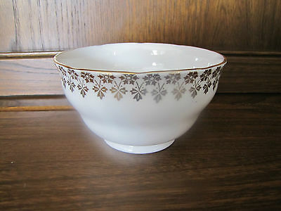 Vintage Royal Vale 1X Sugar Basin.White porcelain with gliding. 1940's?
