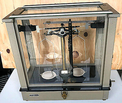 VINTAGE FISHER SCIENTIFIC ENCLOSED 200g APOTHECARY CHAINOMATIC BALANCE FREE SHIP