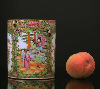 A BEAUTIFUL antique CHINESE CANTONESE PORCELAIN FAMILLE ROSE BRUSH POT 19TH CENT