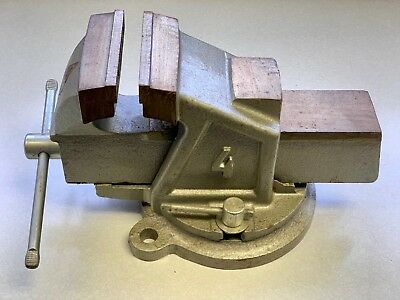 """Schulz Bench Vise 4"""" Jaw with Anvil and Locking Swivel Base"""