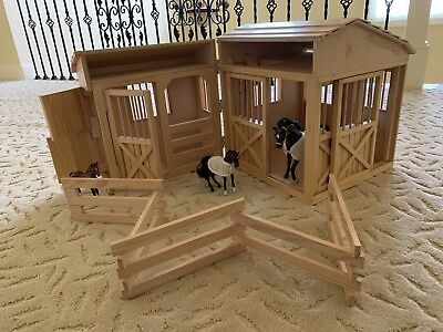 Childrens Horse Barn Set With Started Horses