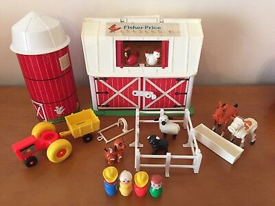 Vintage Fisher-Price Play Family Little People Farm #915 100% Complete