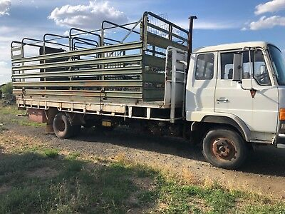 1989 Hino Truck With Cattle Crate