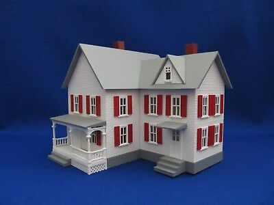 Ho Scale - Model Power - Lighted Country Style Colonial House - (Item #588)