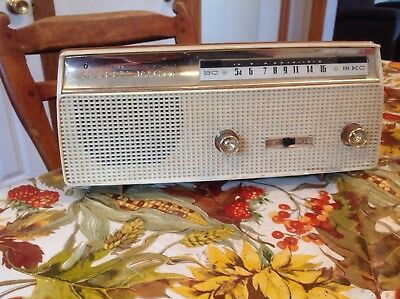 Channel Master Transistor Radio RCA Model 6150 Cordless Vintage Radio Works