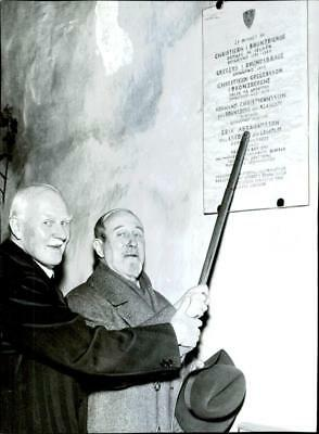 Colonel Knut Leijonhufvud and Count Casimir Lewenhaupt at the memorial plaque be