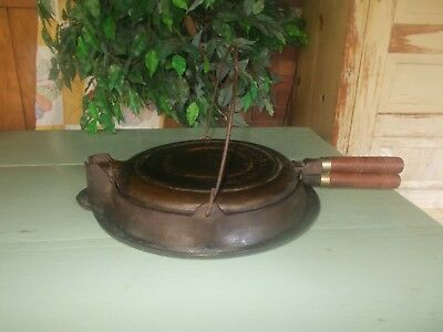 Antique WAGNER WARE # 9 Cast Iron Waffle Iron w/ Base Pat'd Feb 22, 1910 No Rust