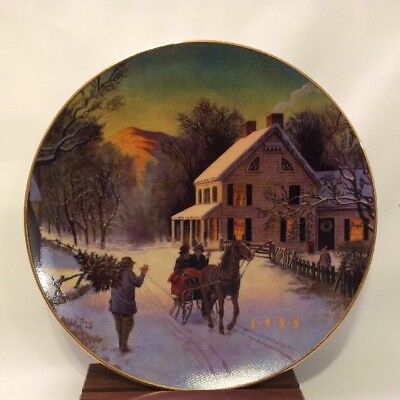 """1988 Christmas Plate """"Home For The Holidays"""" Avon Porcelain Trimmed 22K Gold 8"""""""