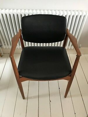 Stunning Danish teak mid-century desk chair. Antique. Vintage.