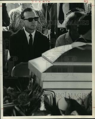 1963 Press Photo St. Louis Cardinal star Stan Musial attends Dickey Kerr funeral