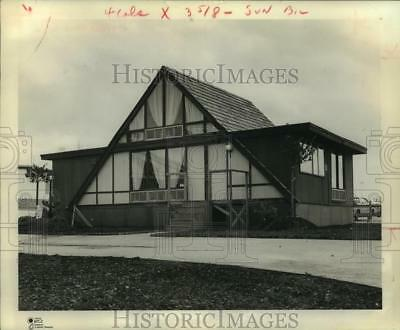 """1971 Press Photo """"A-Frame"""" home by Landmark at Houston Spring Mobile Home Show"""