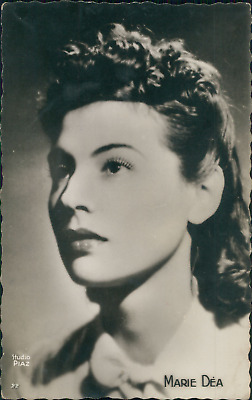 Actrice Suzanne Delmas, ca.1935, Vintage silver print on carte postale paper vin