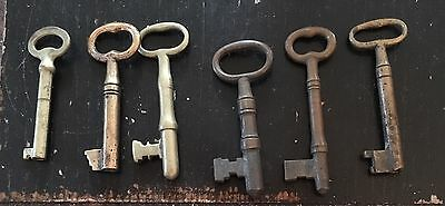 6 Antique Skeleton Keys All In Good Shape About 2 Inches Tall