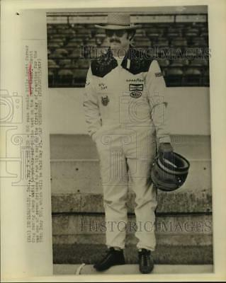 1975 Press Photo Indy 500 rookie driver Billy Scott waits to put car on track.