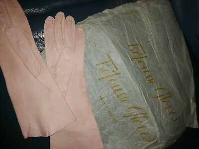 VINTAGE PAIR OF FRENCH LADIES KID SKIN LEATHER GLOVES pink TREOUSSE MADE FRANCE