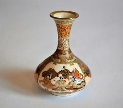 VERY FINE QUALITY ANTIQUE JAPANESE MEIJI SATSUMA MINIATURE VASE Signed