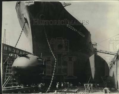 1966 Press Photo Bulbous Bow Smooths Out Waves Created by the Ship's Movement