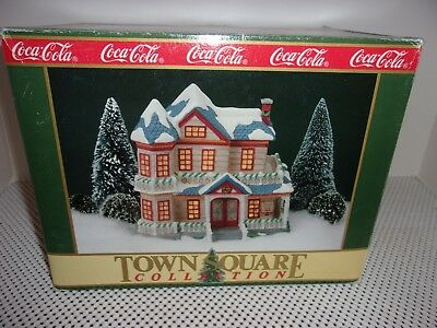 Coca Cola Town Square 1991 Dee's boarding house 7300 ceramic Christmas MINT