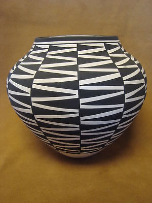 Native American Acoma Indian Pottery Hand Coiled & Painted Pot by Katherine Vict