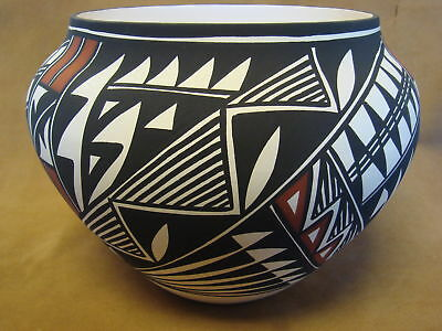 Native American Acoma Indian Pottery Hand Painted Pot by N. Victorino PT0162