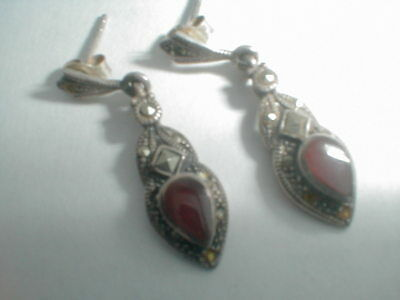 VINTAGE STERLING SILVER RED JASPER and HEMATITE VICTORIAN STYLE POST EARRINGS