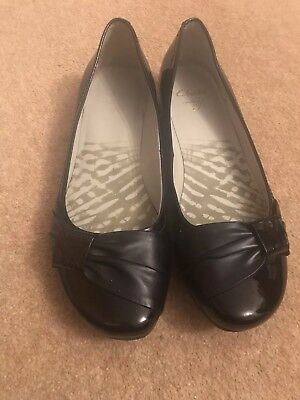 CLARKS LADIES BLACK  PATENT SHOES SIZE 5 Discovery bay