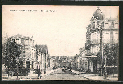 CPA Romilly-sur-Seine, La Rue Carnot