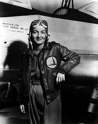WW2 WWII Photo WAFS Founder Nancy Love with PT-19  WASP  World War Two / 8087