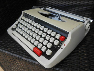 Vintage Lemair Deluxe 850 TR portable typewriter & case Ex. Cond. 1970s