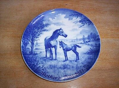 Vintage Kaiser 1971 Blue Mother's Day Plate Mare & Foal  Horse Plate