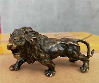 Collectible old Bronze lion statue figurine Mini L:7.4CM