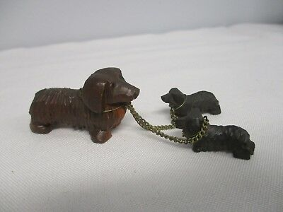 VINTAGE GERMAN MINIATURE WOOD CARVED DACHSHUND MOM with 2 PUPS ON CHAINS