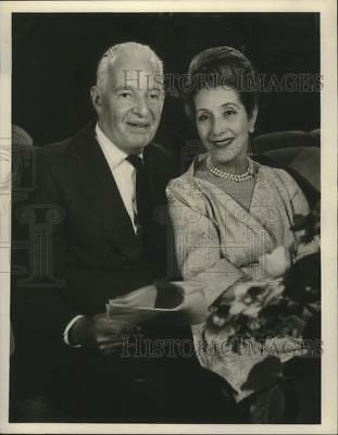 1967 Press Photo Actor Alfred Lunt and Actress Lynn Fontanne - lrx14299
