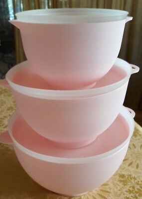 Set of 3 Pink Mixing Bowls with pour spout and lids Pale Pink Plastic