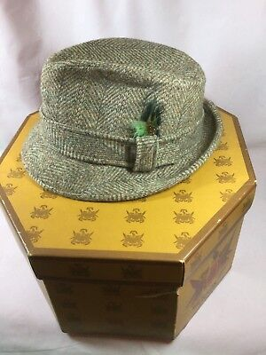 d3f17726570ea Vintage Pendleton Men s Tweed Fedora Hat w  Feather Pure Virgin Wool Size 7  ...
