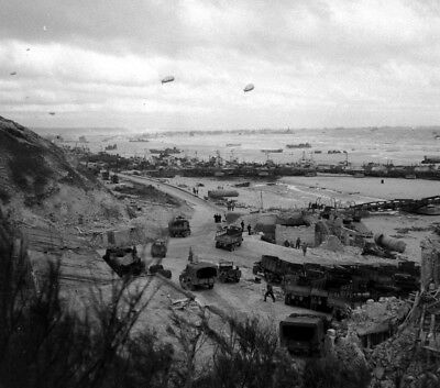 WW2  Photo WWII Omaha Beach June 1944 D-Day Normandy France World War Two / 1596