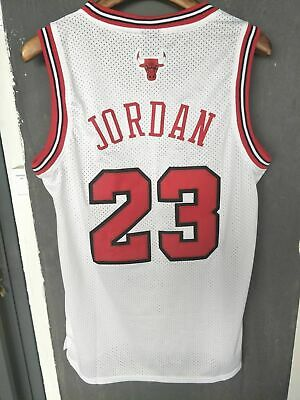 Men's Chicago Bulls Michael Jordan 23 Throwback Swingman Basketball Jersey