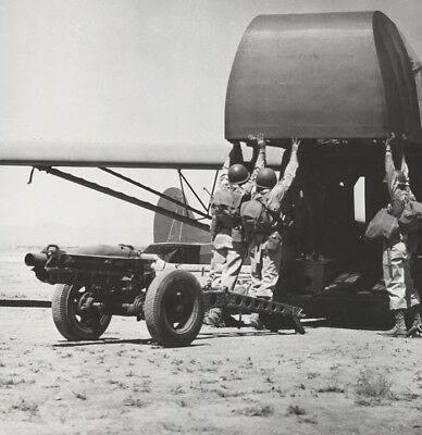 WW2 WWII Photo US Army 82nd ABN Troops Loading Gun on Glider World War Two /5370