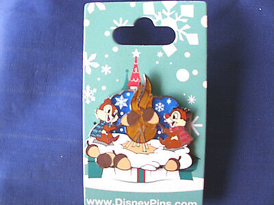 Disney * CHIP & DALE - CAMPFIRE - TOASTING MARSHMALLOWS * New Holiday Pin