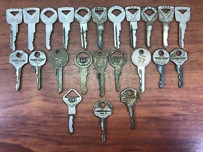 23 Vintage Original Antique Automobile Ford Lincoln Mercury Advertising Keys