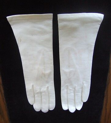 "A Vintage Pair Of ""grandoe"" Silk Faced Off White Leather Gloves From Italy!"