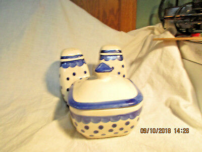 Vintage polka-dot Range Set with cvrd grease jar & salt & pepper.Made in Japan