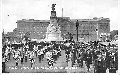 Cp Victoria Memorial Buckingham Palace And Guards London