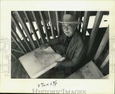 1992 Press Photo Builder Earl Miller On Home Construction Site, Metairie