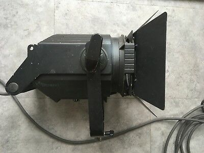 Vintage fresnel theatre film light 650W - with barn doors and mount