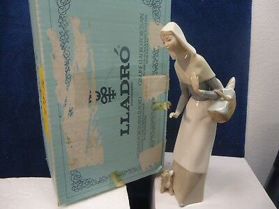 """Lladro - Shepherdess, girl with basket and dog #1034. 10 1/2"""" mint in box"""