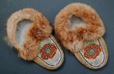 VINTAGE Cree indian FUR lined leather moccasin & fancy bead flower workmanship