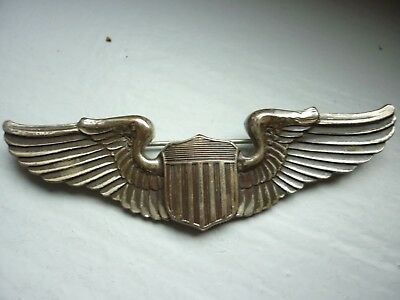 2.6) Insigne militaire américain aviation signé STERLING ??? medal n°2