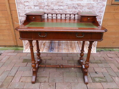 Lovely Vintage Mahogany & Green Leather Top Writing Desk.